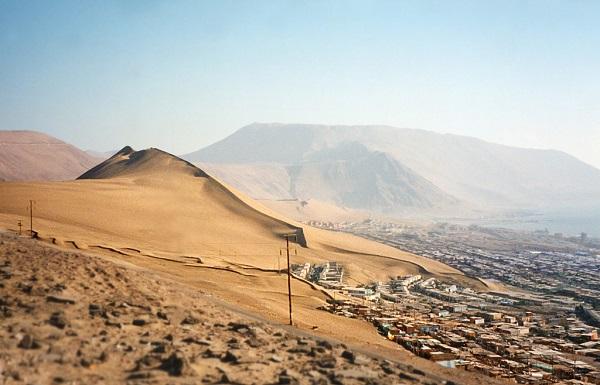 perierga.gr - 20.000 ετών αμμόλοφος προστατεύει μια πόλη!