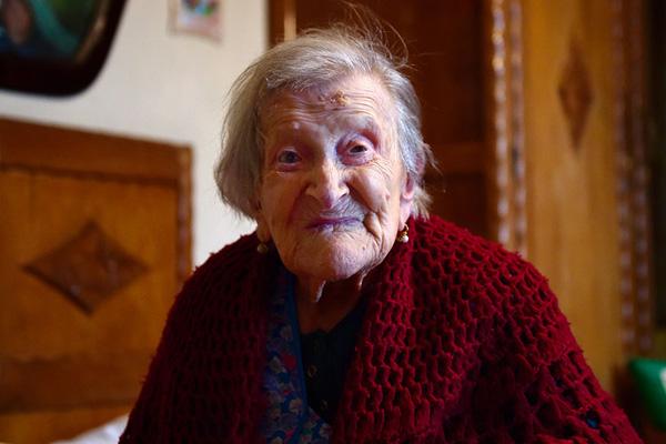 Perierga.gr-Η γηραιότερη γυναίκα στον κόσμο κλείνει σήμερα τα 117!