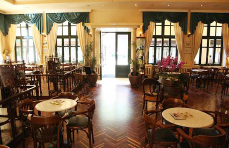 """perierga.gr- Το καφέ """"Κήπος"""" στα Χανιά ανάμεσα στα ιστορικά καφέ της Ευρώπης"""