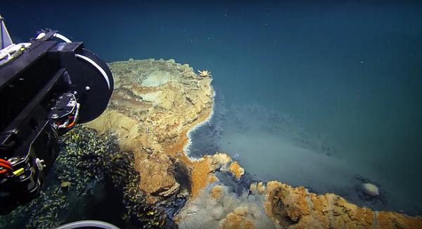 perierga.gr - Ανακαλύφθηκε υποβρύχια λίμνη... δολοφόνος!