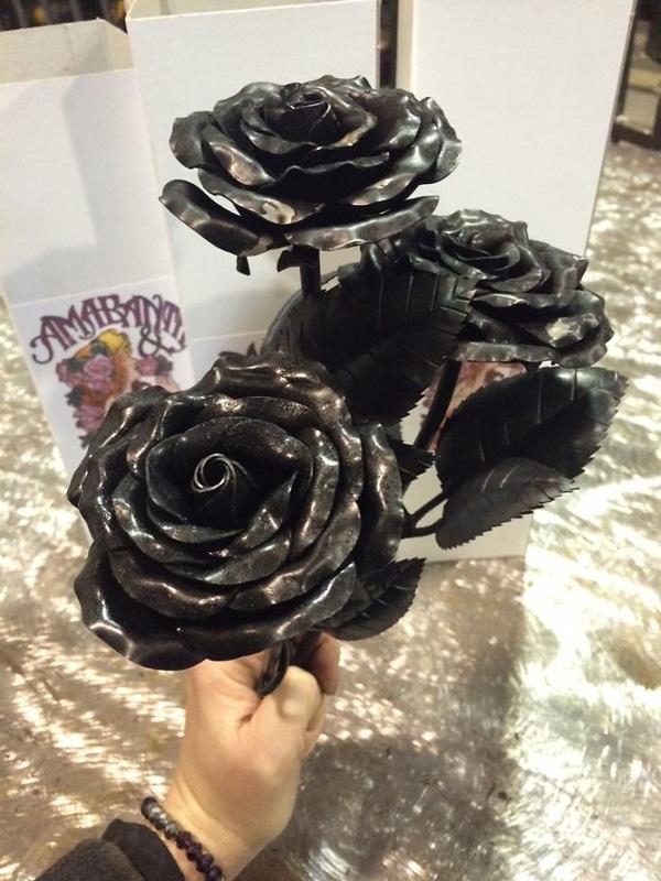 Perierga.gr-Εντυπωσιακά γλυπτά λουλουδιών από μέταλλο
