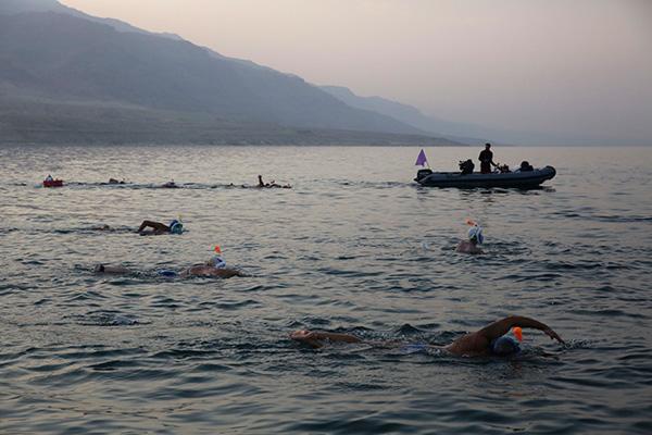 Perierga.gr-Πρώτος ιστορικός διάπλους της Νεκράς Θάλασσας