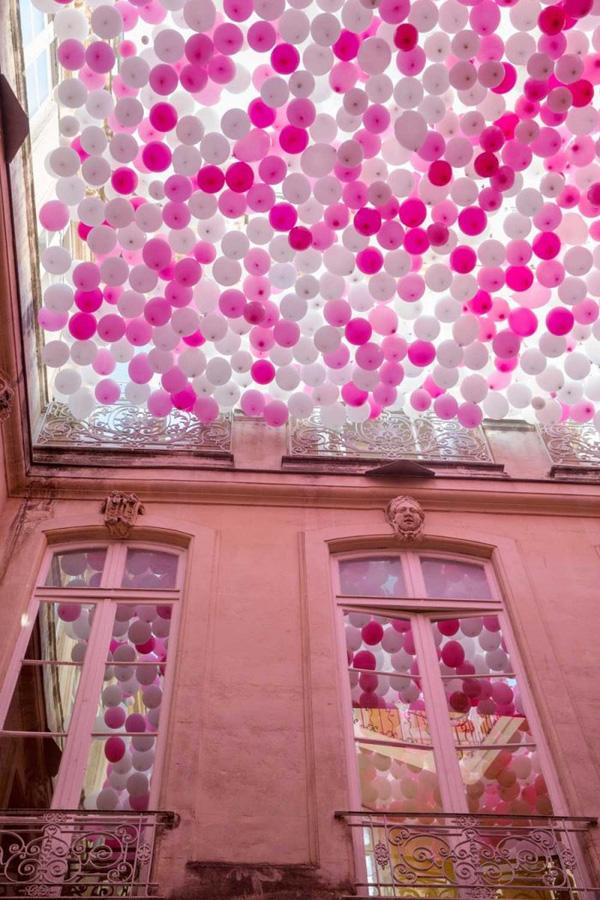 Perierga.gr-Μία χρωματιστή οροφή που φέρνει πιο γρήγορα την άνοιξη