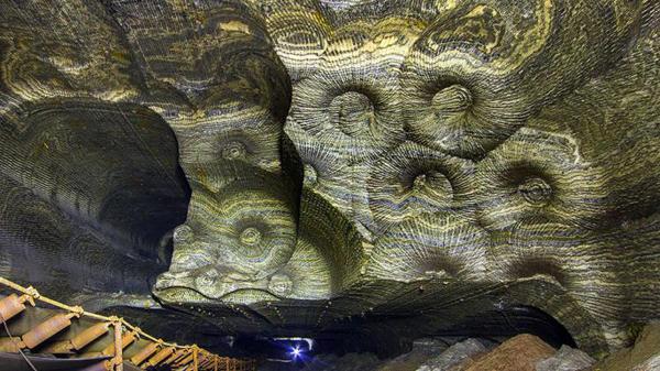 "Perierga.gr-Εντυπωσιακές εικόνες από ένα ""πολύχρωμο"" ορυχείο"