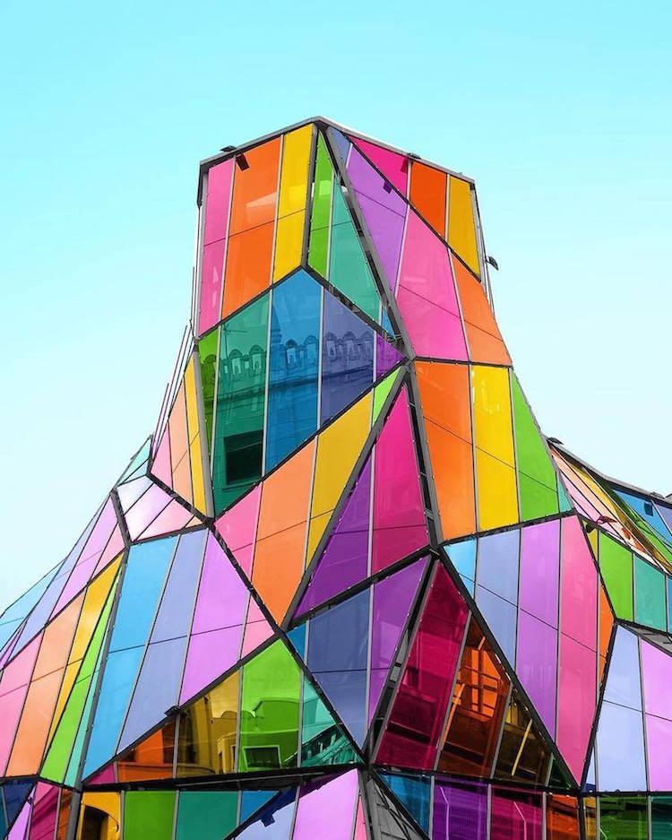 perierga.gr - Διάσημοι ουρανοξύστες έγιναν... πολύχρωμοι!