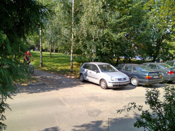 perierga.gr - Κοιμόταν για 1 μήνα στο αυτοκίνητο για να πιάσει τον δράστη των... γρατσουνιών!