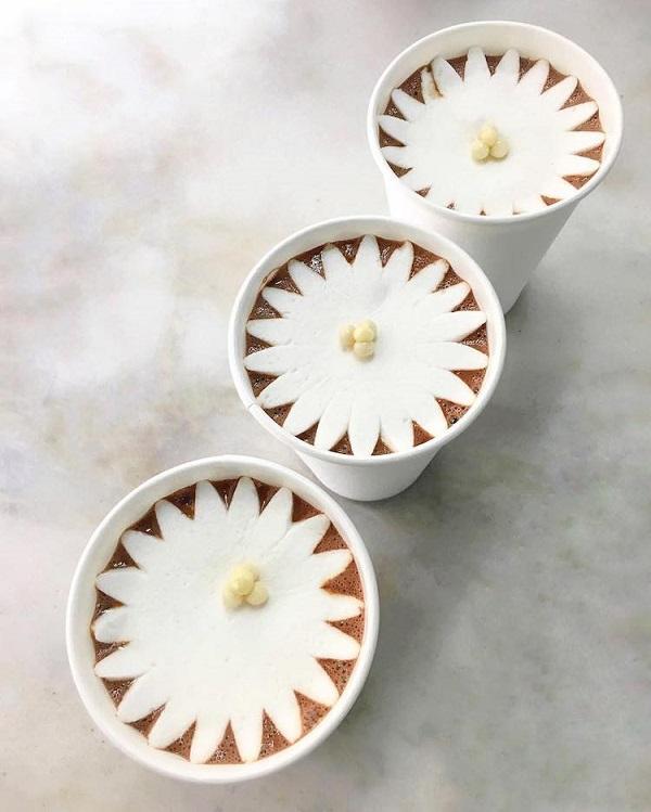 perierga.gr - Ζαχαρωτά... ανθίζουν μέσα σε καυτή σοκολάτα!