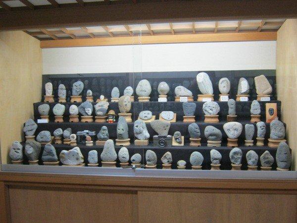 perierga.gr - Παράδοξο μουσείο... πέτρινων προσώπων στην Ιαπωνία!