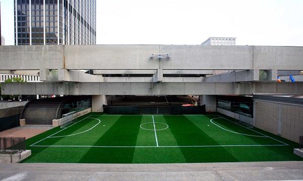 perierga.gr - Γήπεδο ποδοσφαίρου μέσα σε σταθμό Mετρό!