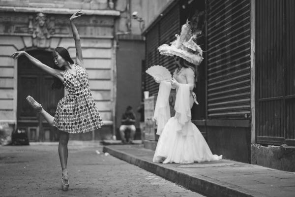 Perierga.gr-Φωτογραφίες χορευτών στους δρόμους του Μεξικό μας υπενθυμίζουν την ομορφιά της χώρας