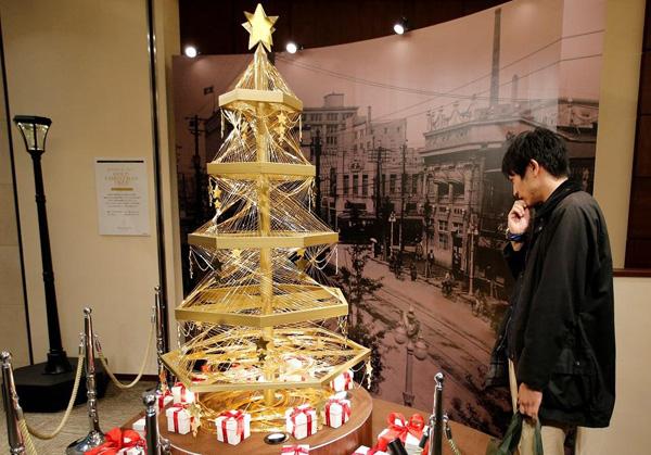 Perierga.gr-Χριστουγεννιάτικο δέντρο αξίας 1,8 εκατομμυρίων δολαρίων