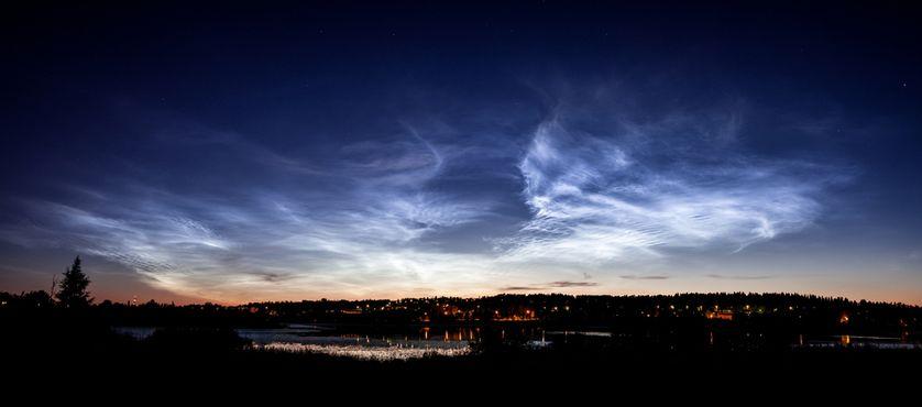 perierga.gr - Παράξενα φωτεινά νυχτερινά σύννεφα στον ουρανό!