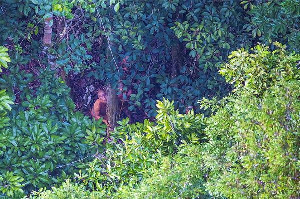 Perierga.gr-Απίθανες φωτογραφίες από απομονωμένη φυλή του Αμαζονίου