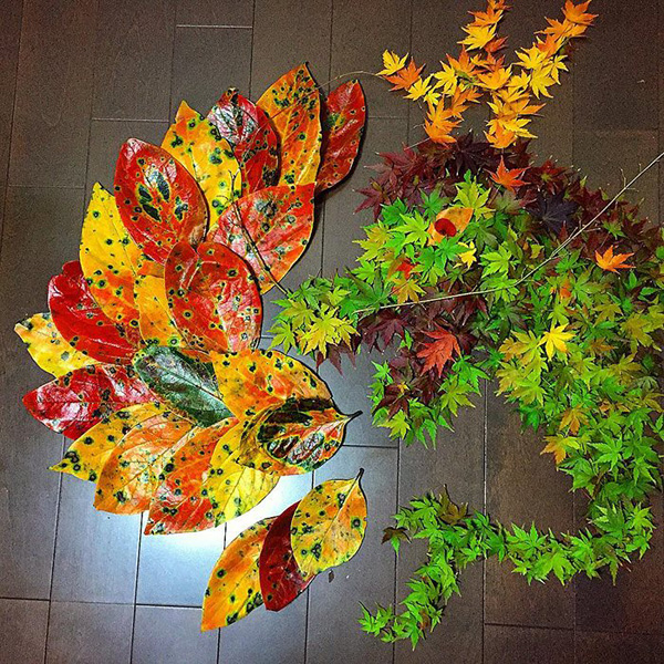 Perierga.gr-Έργα τέχνης από φύλλα στους δρόμους της Ιαπωνίας