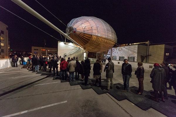 perierga.gr - Aναγνωστήριο-αερόπλοιο στην Πράγα!