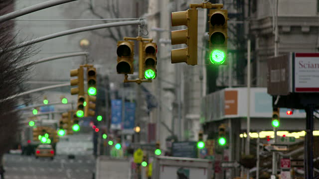 perierga.gr - Πέρασε 240 πράσινα φανάρια με το αυτοκίνητο στον δρόμο του!