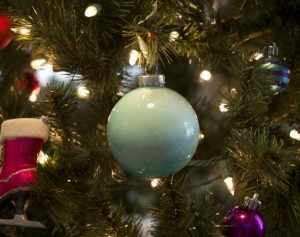 perierga.gr - Γιατί κρεμάμε μπάλες στο χριστουγεννιάτικο δέντρο;