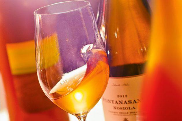 perierga.gr - Το πορτοκαλί κρασί θα είναι το ποτό του 2017!