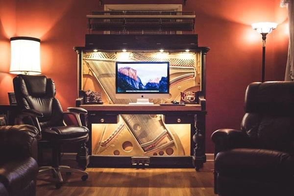 perierga.gr - Πιάνο του 1907 έγινε σύγχρονο γραφείο!