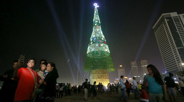 perierga.gr - Το ψηλότερο χριστουγεννιάτικο δέντρο στον κόσμο!