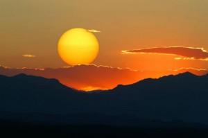perierga.gr - Η κίνηση του ήλιου για έναν χρόνο σε ένα βίντεο!