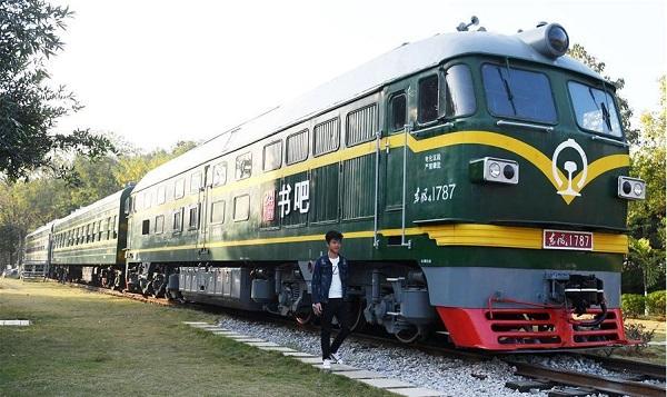 perierga.gr - Παλιό τρένο μεταμορφώθηκε σε βιβλιοθήκη!