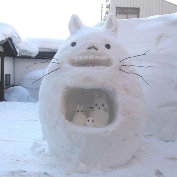 perierga.gr - Χιονάνθρωποι που δεν είναι καθόλου... βαρετοί!