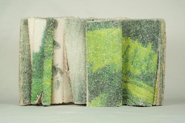 """perierga.gr - Καλλιτέχνης """"παγώνει"""" βιβλία!"""