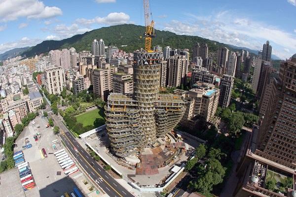perierga.gr - Περιστρεφόμενος ουρανοξύστης απορροφά τη ρύπανση!