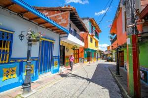 perierga.gr - Guatapé: Μια πόλη γεμάτη χρώματα!
