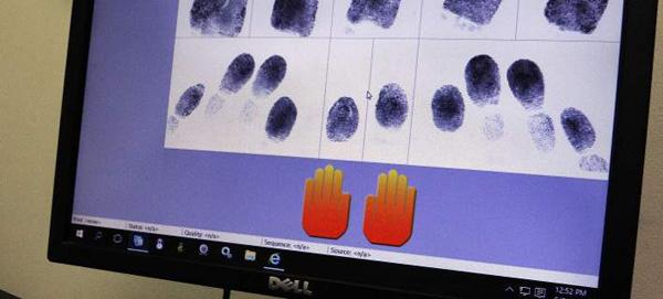 Perierga.gr-Ιάπωνες επιστήμονες πήραν δακτυλικά αποτυπώματα από φωτογραφίες