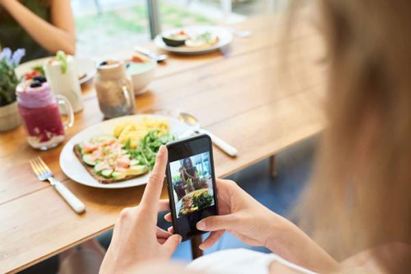 Perierga.gr-Γιατί δεν διαγράφετε παλιές φωτογραφίες και μηνύματα; Μπορεί να είστε «digital hoarder»