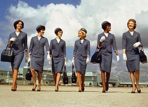 perierga.gr - Αλλαγές στις στολές των αεροσυνοδών τα τελευταία 100 χρόνια!