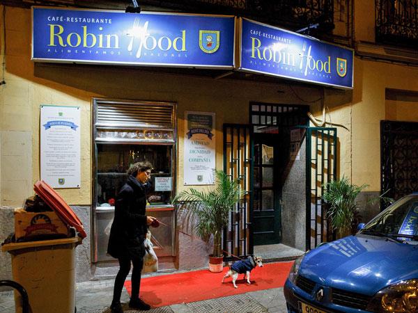 perierga.gr - Eστιατόριο στη Μαδρίτη δίνει κάθε βράδυ δωρεάν δείπνο σε αστέγους