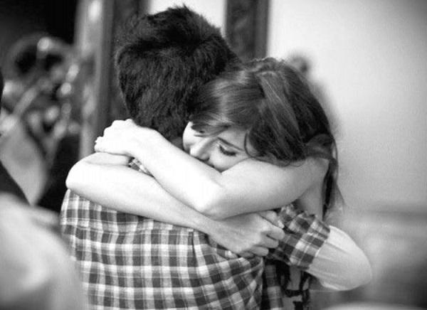 perierga.gr - Η αγκαλιά είναι το καλύτερο αντιϊικό φάρμακο!