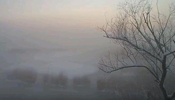 Perierga.gr-Εκπληκτικό βίντεο από την παγωμένη λίμνη των Ιωαννίνων