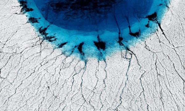 "perierga.gr - Η ""τρομακτική"" ομορφιά των πάγων που λιώνουν!"