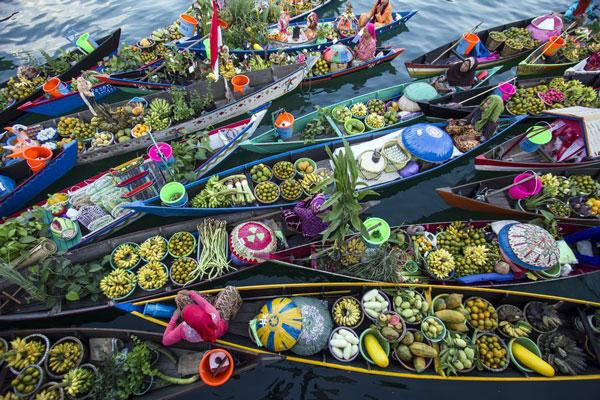 perierga.gr - Πανέμορφη πλωτή αγορά με ιστορία 500 ετών!