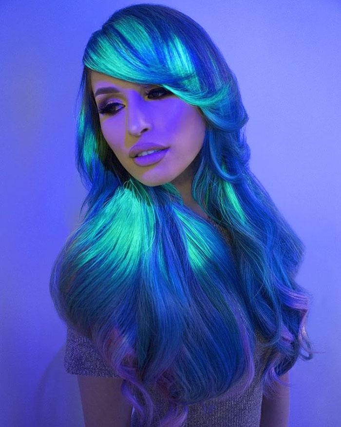 perierga.gr - Μαλλιά που φωσφορίζουν στο σκοτάδι!