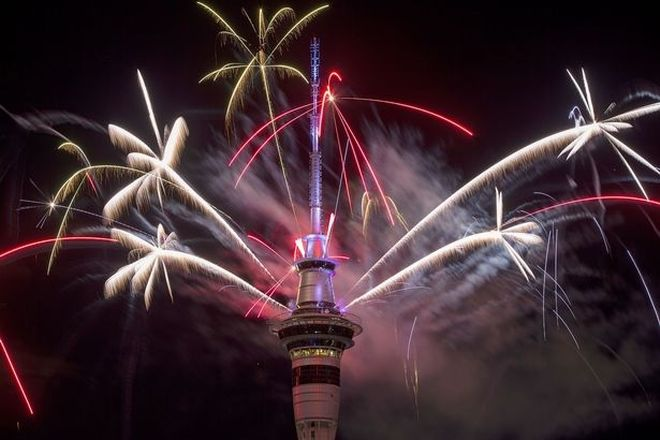 perierga.gr- Ο πλανήτης υποδέχτηκε το 2017 με πυροτεχνήματα!