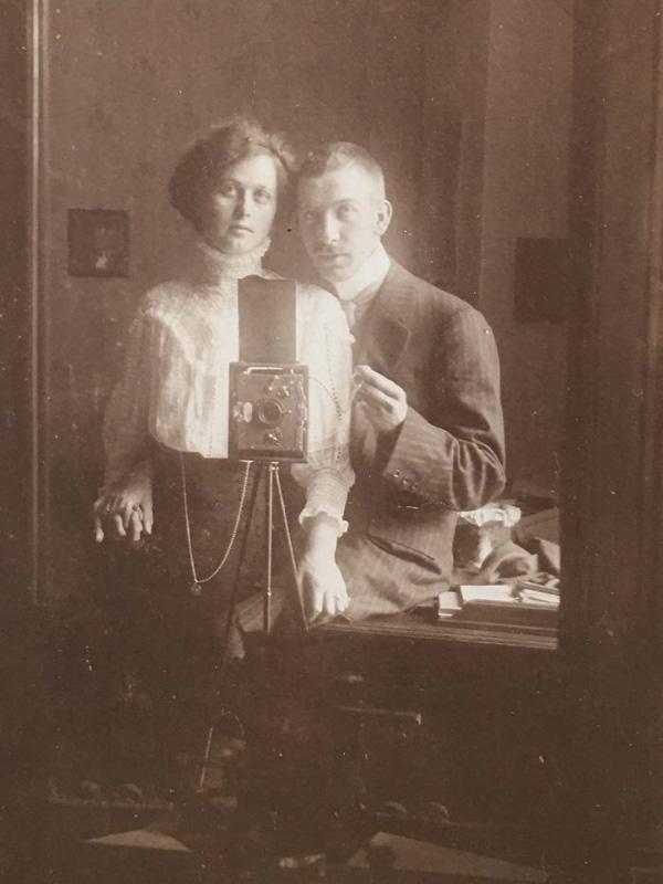 Perierga.gr-Είναι αυτή η φωτογραφία η πρώτη selfie;