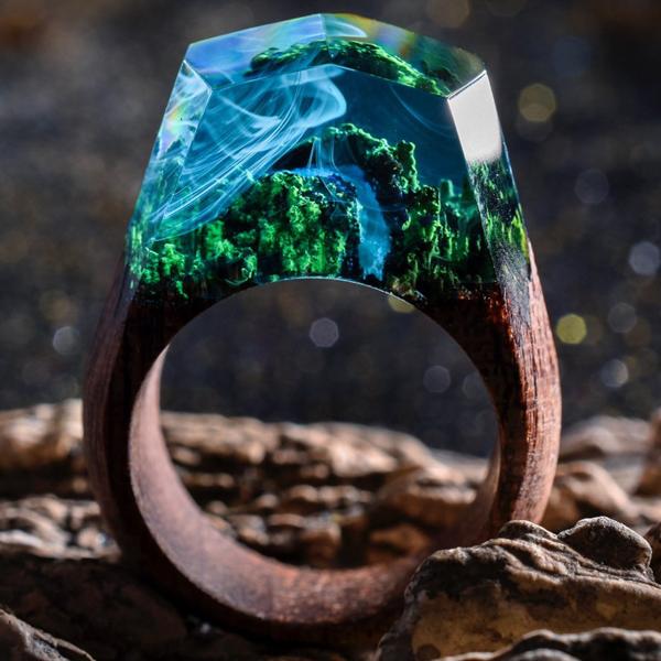 Perierga.gr-Μικροσκοπικοί κόσμοι μέσα σε ξύλινα δαχτυλίδια