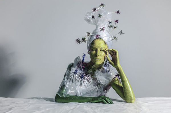 Perierga.gr-Ανακυκλώσιμα σκουπίδια μετατρέπονται σε έργα τέχνης