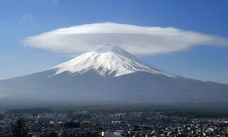 perierga.gr - Εντυπωσιακά φακοειδή σύννεφα στον ουρανό!