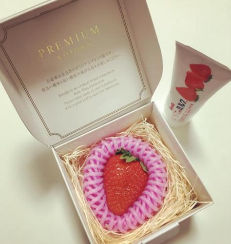 perierga.gr - 22 δολάρια για μία φράουλα σε συσκευασία δώρου!