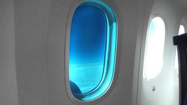 perierga.gr - Γιατί τα παράθυρα στο Boeing 787 Dreamliner είναι πολύ πιο μεγάλα από τα άλλα αεροσκάφη;