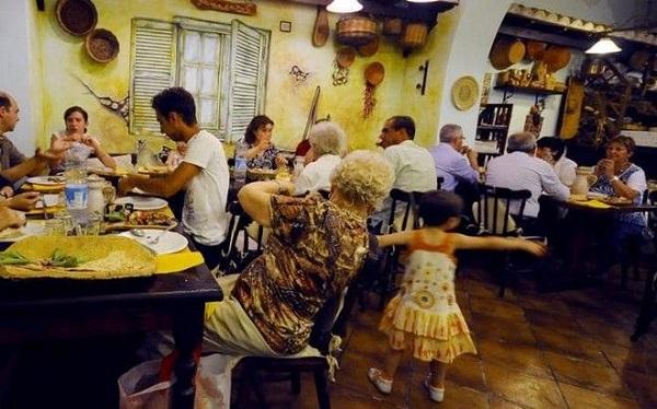 perierga.gr - Κατάφερες να τιθασεύσεις τα παιδιά σου σε εστιατόριο; Κερδίζεις έκπτωση!