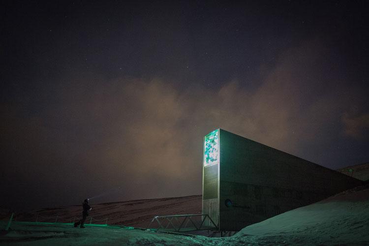 perierga.gr - 50.000 νέοι σπόροι στην Παγκόσμια Τράπεζα Σπόρων Svalbard!