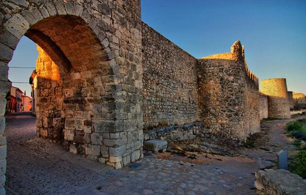 perierga.gr - Ισπανικό χωριό έχει περισσότερα βιβλία από... κατοίκους!
