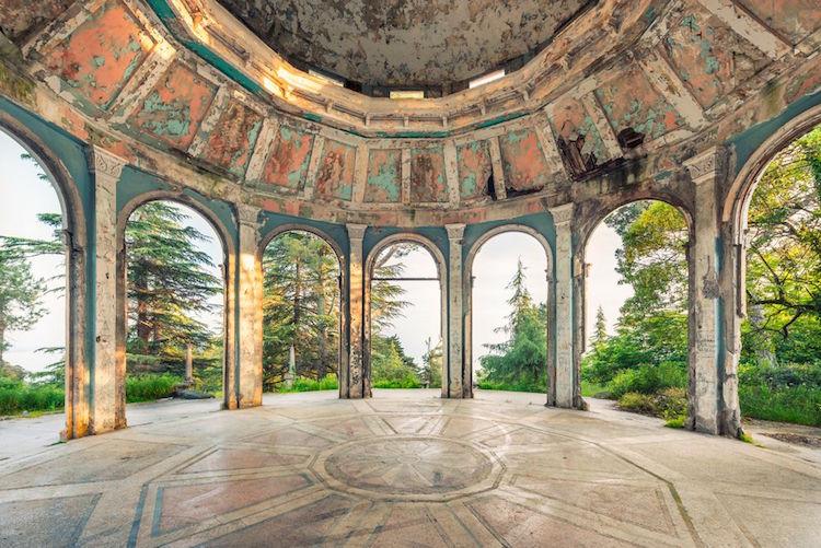 perierga.gr - Η υπέροχη αρχιτεκτονική της Αμπχαζίας σε εγκαταλειμμένα μέρη